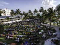 Free outdoor performances at Naples Beach Hotel